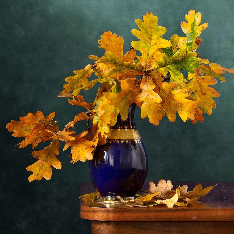 Классический, натюрморт, букет, дубовый, ветки, желтые, листья, темно-синий, ваза, осень, домашний, интерьер Дубовые листьяphoto preview
