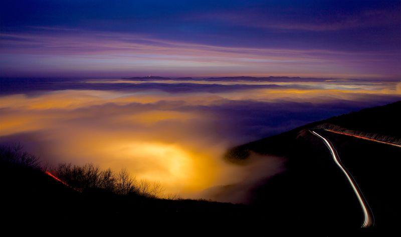 закат,ночь,новороссийск,туман,дорога,горы,перевал За туманным покрываломphoto preview