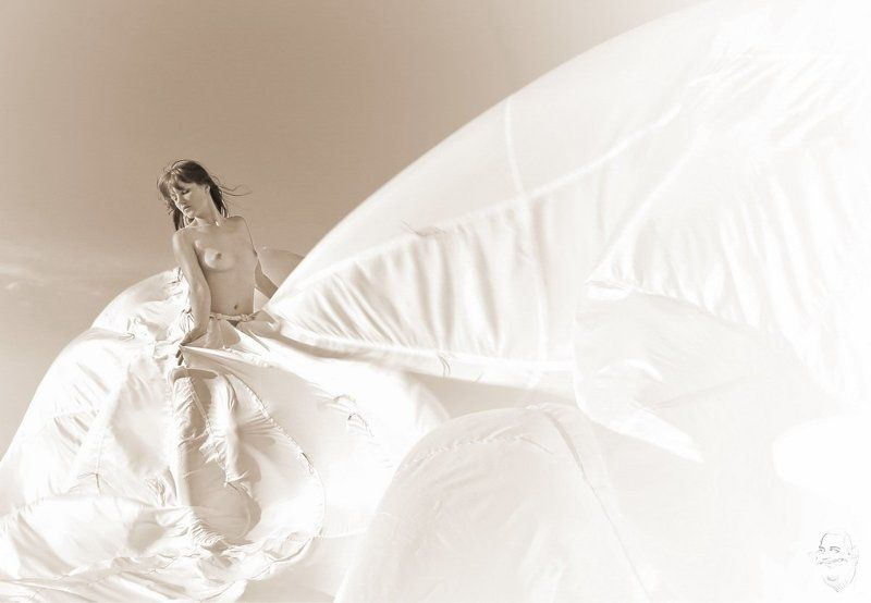 girl, nude, parachute Spiel mit dem Wind (play with the wind)photo preview
