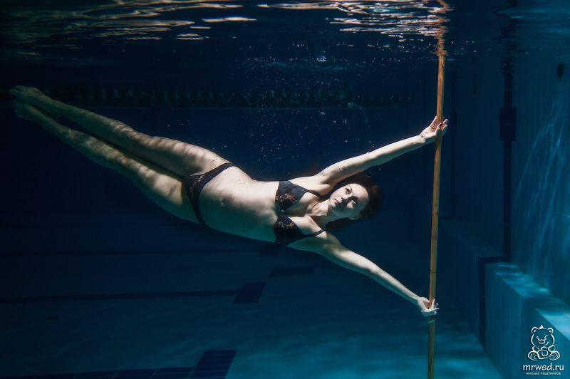 беременность, подводой, Михаил Решетников подводный, беременный пилонphoto preview