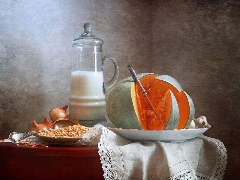 Кухонный, натюрморт, кувшин, молоко, нарезанный, нож, тыква, белый, блюдо, домашний, интерьер, оранжевый  Молоко и тыкваphoto preview