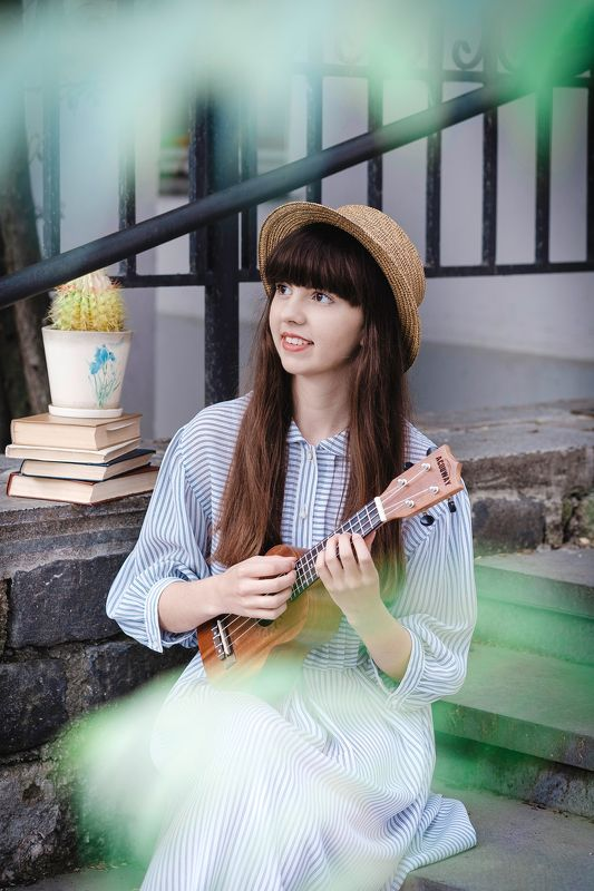 портрет девушка укулеле лето portrait art girl summer ukulele Елизаветтаphoto preview
