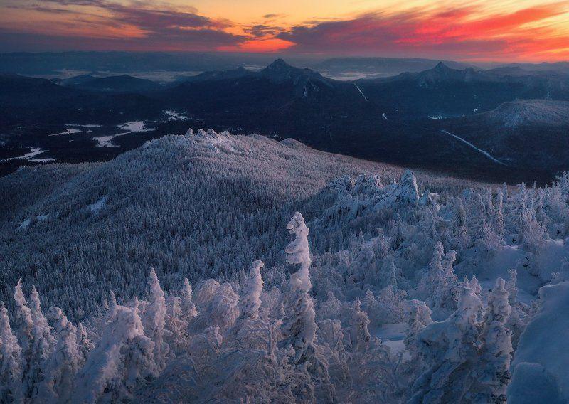 ялангас, урал, тайга, зима, горы С вершины Ялангасphoto preview