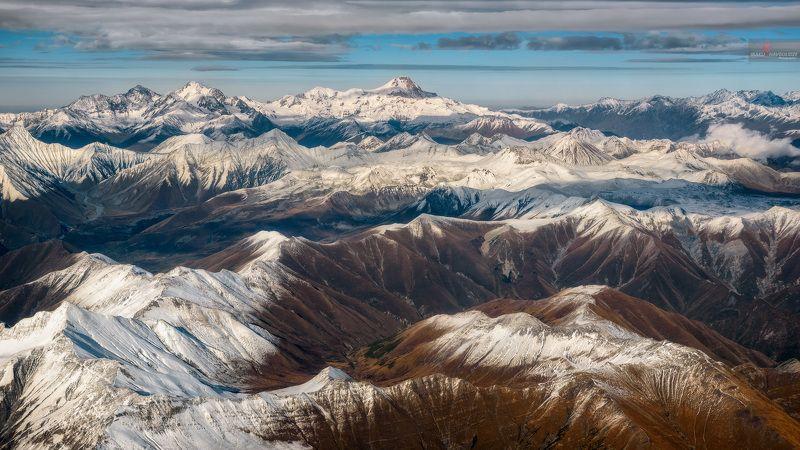 Грузия, Кавказ, горы, снег, осень, зима, туризм, пейзаж, с самолета Горы Кавказаphoto preview