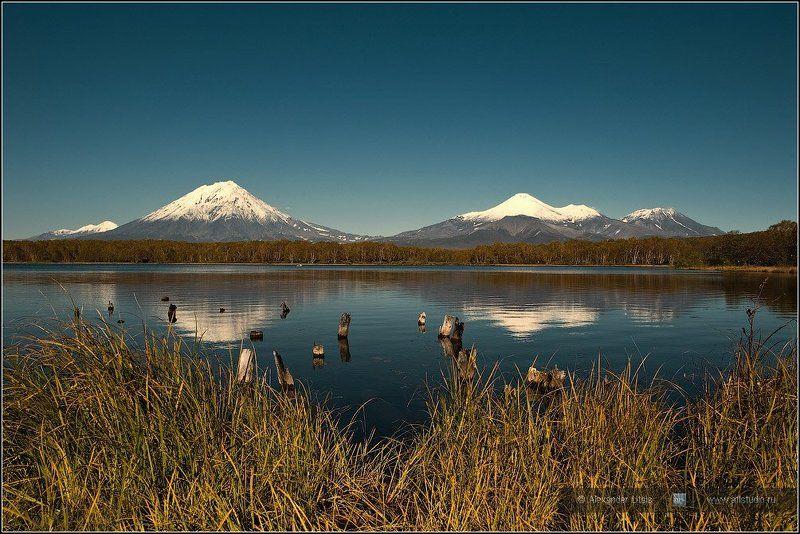 Камчатка, горы, вулканы, озеро, отражения Отраженные конусаphoto preview