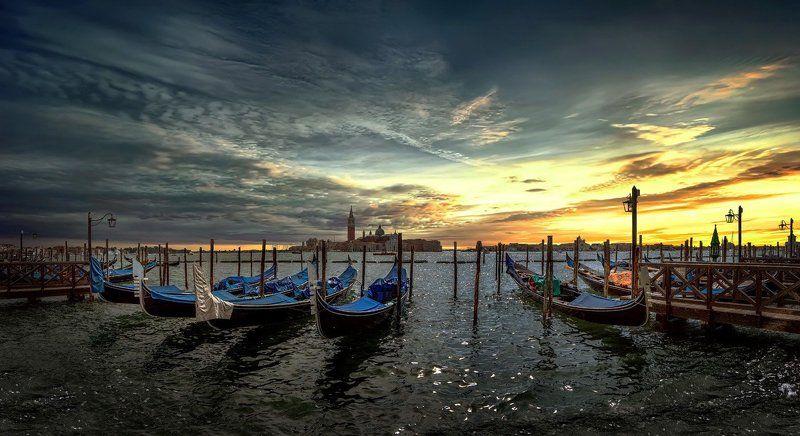 италия, венеция, закат, облака, гондолы \