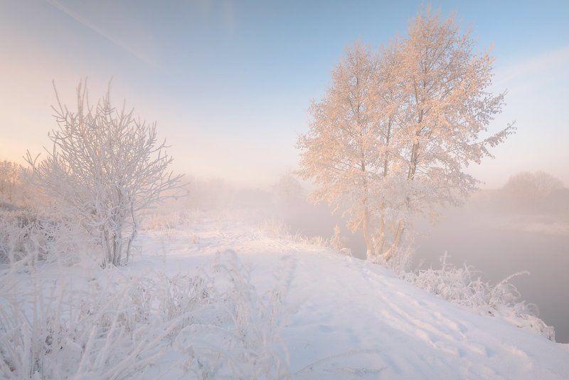 Скользя по утреннему снегу.photo preview