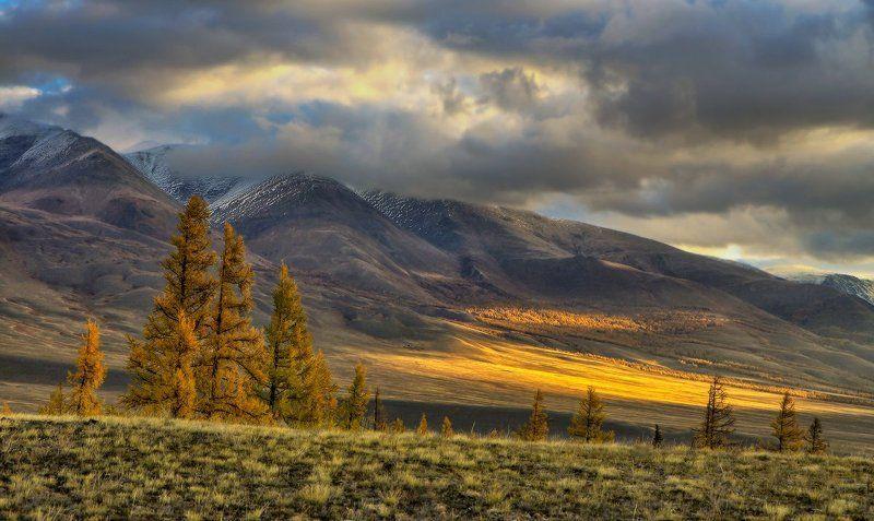 горный алтай, алтай, курай, осень,горы Пробивается солнце сквозь тучиphoto preview