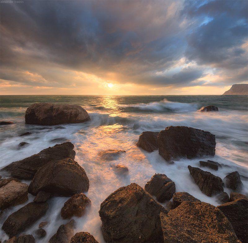 балаклава, шторм, пейзаж, морской пейзаж Breaking Wavesphoto preview