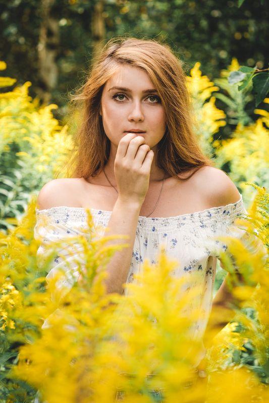 портрет девушка лето young female annromanovska portrait beautiful green yellow Среди цветовphoto preview