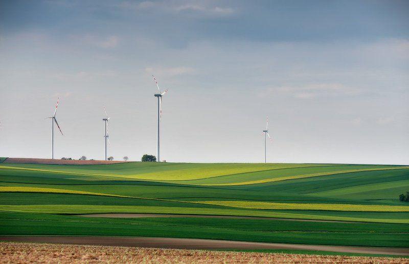 австрия, весна, вечер, поля, европа, май, ветряки Про зеленую энергетикуphoto preview