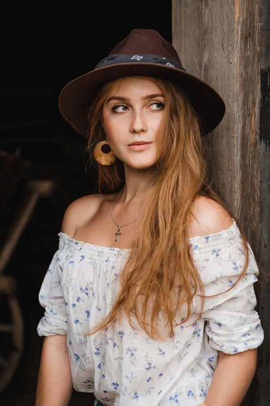 портрет девушка лето young female annromanovska portrait beautiful  Enigmatic lookphoto preview