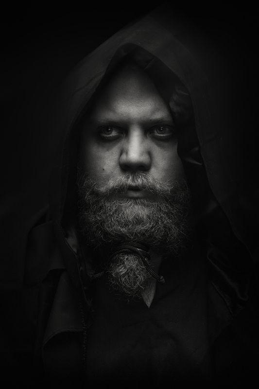 чб портрет капюшон борода photo preview