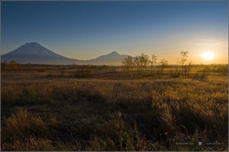 Камчатка, горы, вулканы, утро, восход Осеннее утроphoto preview