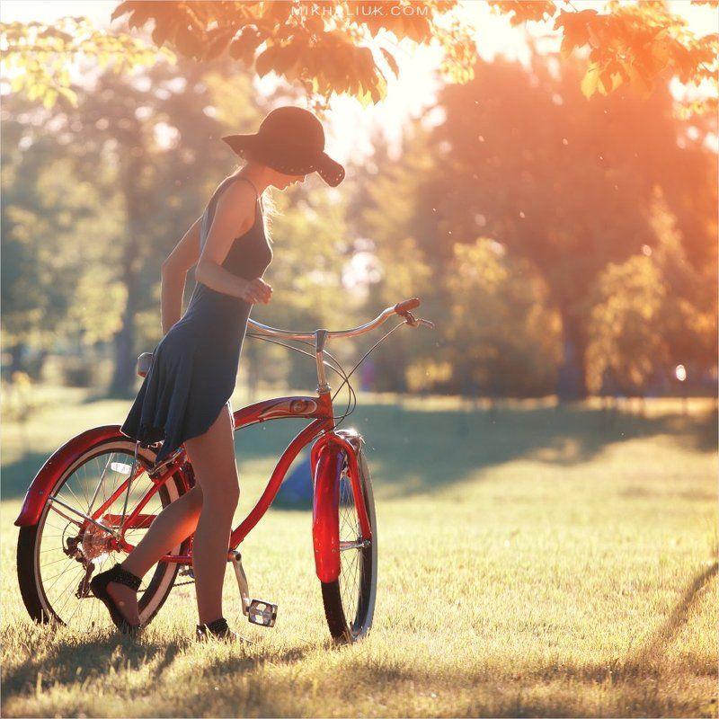 Девушка с велосипедом *photo preview