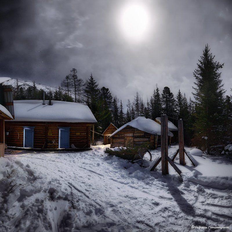 горный алтай, республика алтай, ночь, зима, луна, горы, снег, избушки, лес. И снова у Бабы - Яги.photo preview
