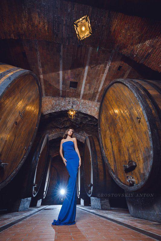 Тоскана, погреб, бочки, вино, девушка Тосканское путешествие (Девушка с бочками)photo preview