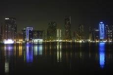 Вечерние огни большого города. ОАЭ.