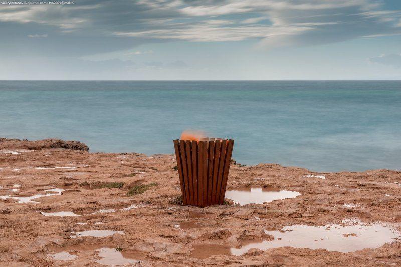 побережье, море, берег, небо, облака, кипр, огонь, лужи, синий, зеленый, красный, глина, песок, земля Пламя Гефеста - The flame of Hephaestusphoto preview