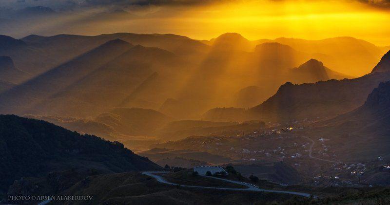свет, вечер, закат, дымка, туман, солнце, холмы, горы, долина, ущелье, перспектива, лес, деревья, облака, небо, карачаев-черкесия, северный кавказ СВЕТ НАД ДОЛИНОЙphoto preview