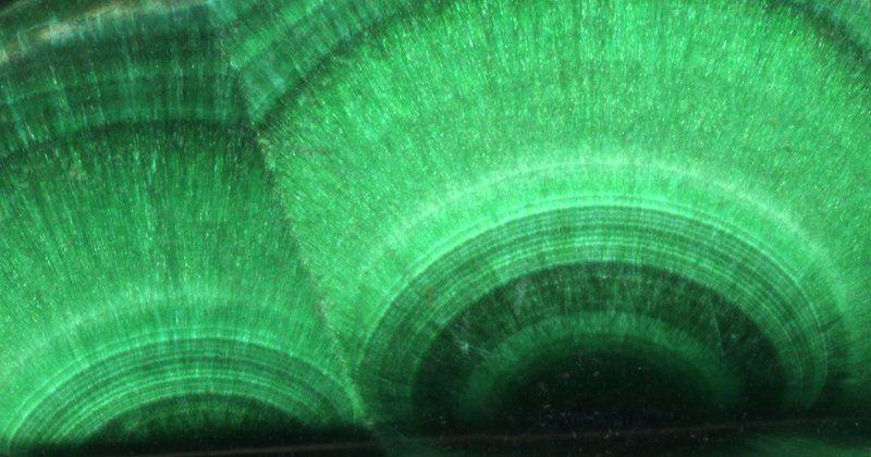 Малахит, минерал, самоцвет Восход двух зеленых солнцphoto preview