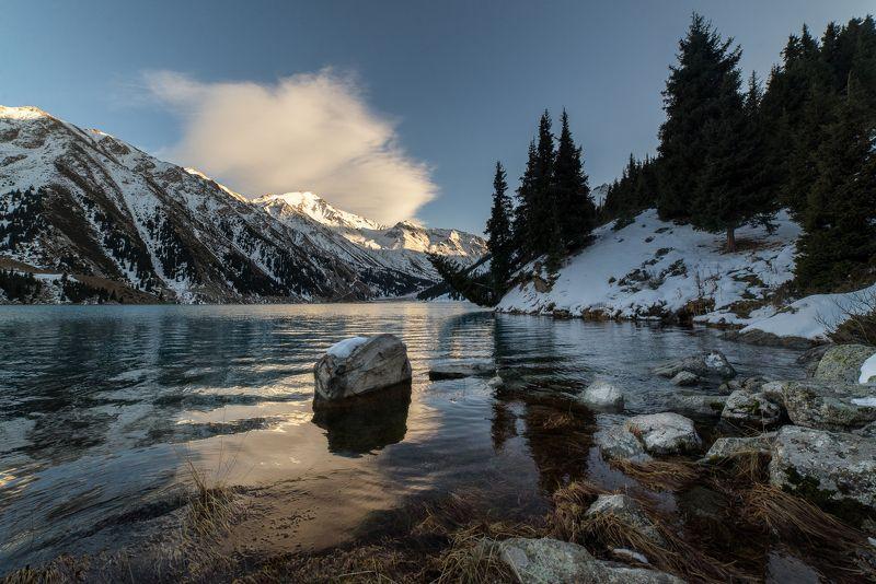 Казахстан, горы, горное озеро Великолепие гор.photo preview