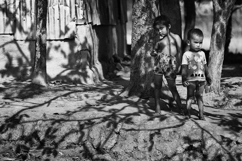 дети, тень, босота, глина, голыши, бангладеш Всё в ажуреphoto preview