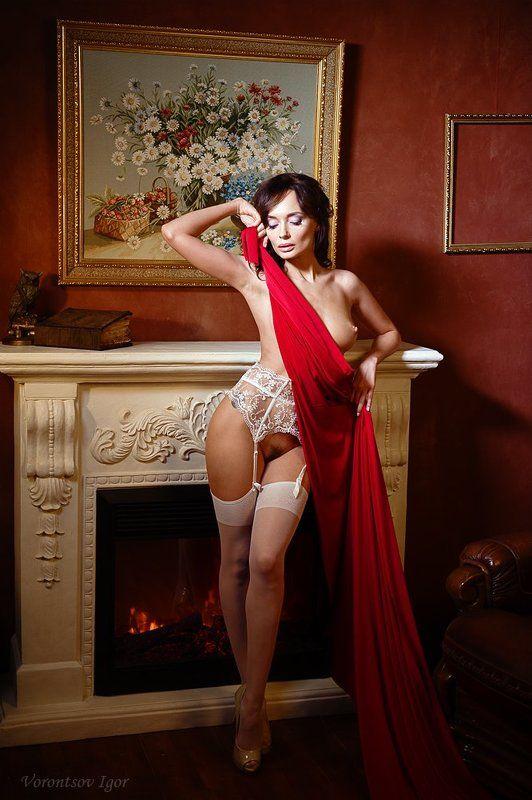 девушка  грудь обнажённая ню винтаж камин photo preview