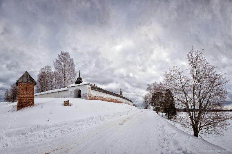 стены белые в белом снегу...photo preview