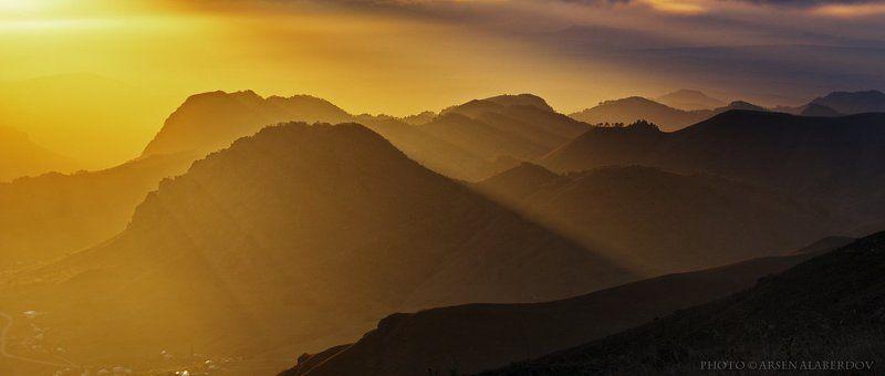 горы, предгорья, хребет, вершины, пики, снег, осень, зима, скалы, холмы, долина, облака, путешествия, туризм, карачаево-черкесия, кабардино-балкария, северный кавказз , закат, свет, лучи ВОЛШЕБНЫЙ ЗАКАТphoto preview