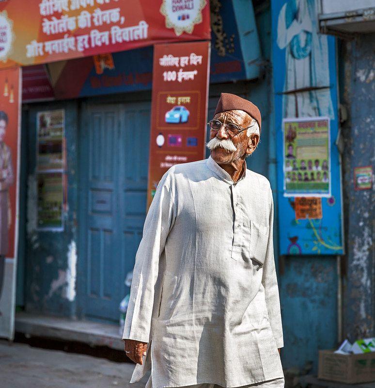 портерт, ришикеш, индия, индус, репортаж, человек, man, india, travel, travelling, portrait, путешествие Man in whitephoto preview