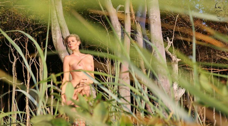 girl, nude, outdoor Seitenblick (Side view)photo preview