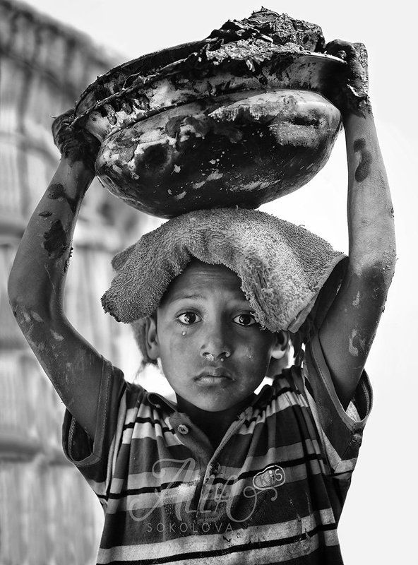 ребёнок, мальчик, пацан, слезинка, плачет, обида, эмоция, работа, грязь, глина, бангладеш Слезинкаphoto preview