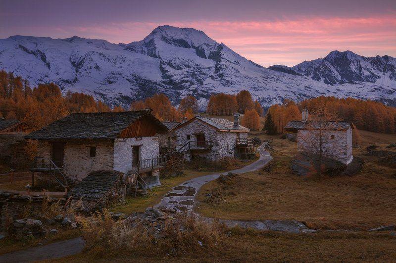 альпы Хорошо иметь домик в деревнеphoto preview