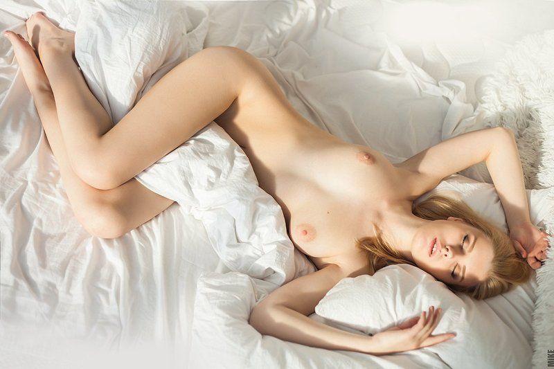 Одеяло между ногphoto preview