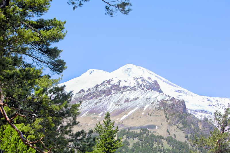 кабардино-балкария. высшая точка европы - гора эльбрус. вид с чегета Elphoto preview