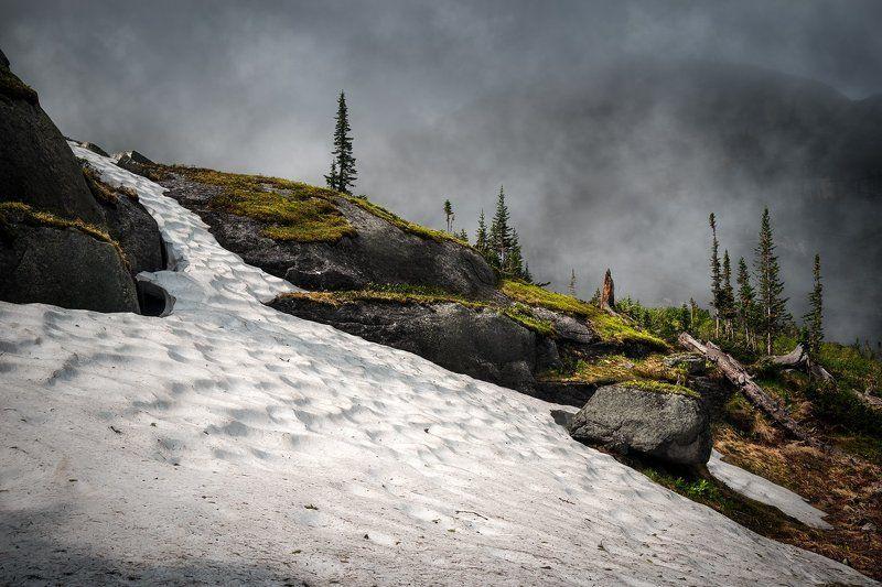 природа, пейзаж, горы, камни, снег, тает, скалы, холодный, высокий, большой, ергаки, саяны, сибирь, красноярский край, туман, облако, непогода Снежникphoto preview