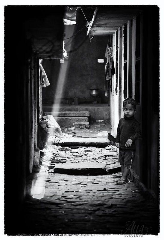 дворик, мальчик, бангладеш, лучик, свет, малышь Луч светаphoto preview