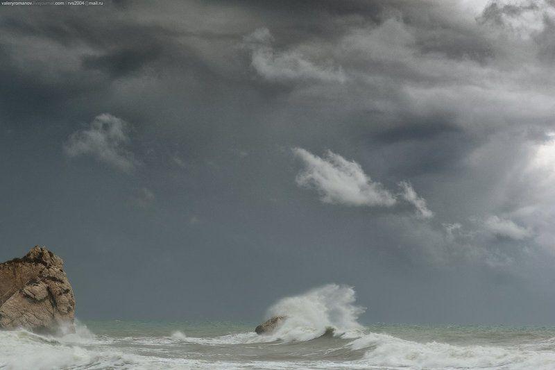 море, кипр, афродита, пляж, шторм, камни, скала, небо, облака, драматический, серый, белый Появление Афродиты - Aphrodite\'s miraculous appearancephoto preview