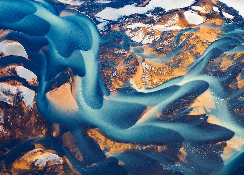Исландия, цветные реки Цветные реки Исландии с высоты птичьего полетаphoto preview