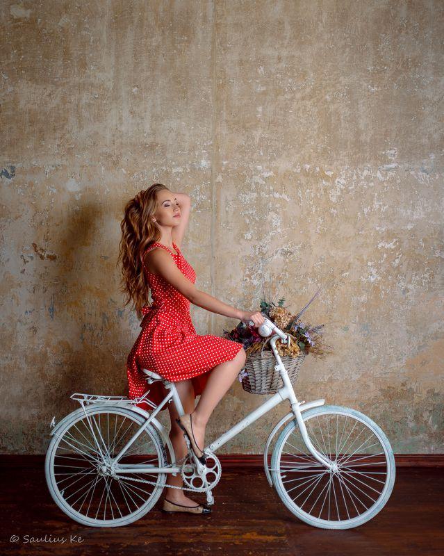 girl, female, pretty, portrait, flowers Devushka na velosipedephoto preview