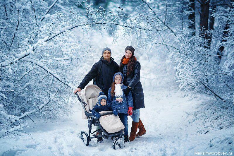 семья,снег,зима,дети,лес photo preview