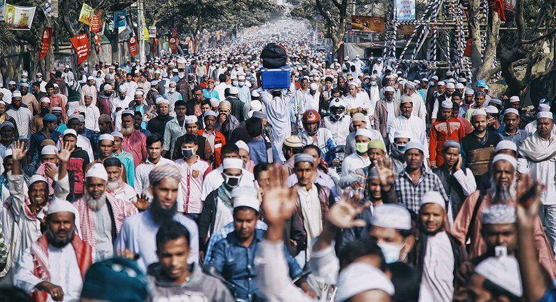 толпа, народ, люди, бангладеш, течение, дорога, мусульмане, скопление людей Против теченияphoto preview