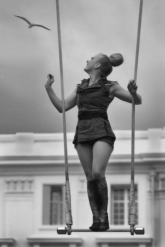 цирк, гимнастка, качели, чайка, выступление, девушка, спортсменка, циркачка Чайкаphoto preview