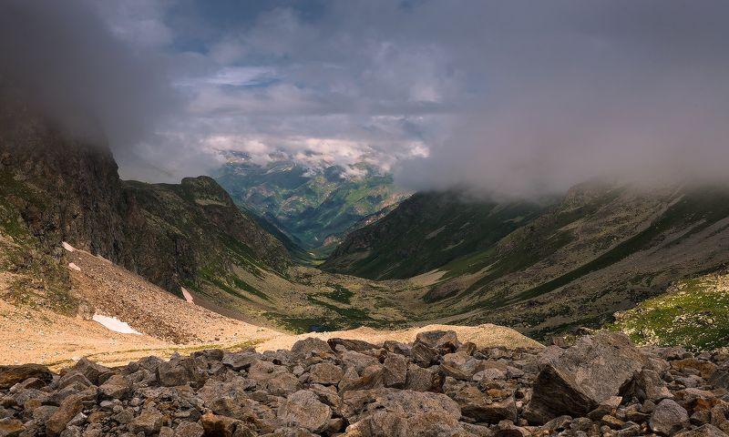 Висячая долина Джалпакол. Вид сверху.photo preview