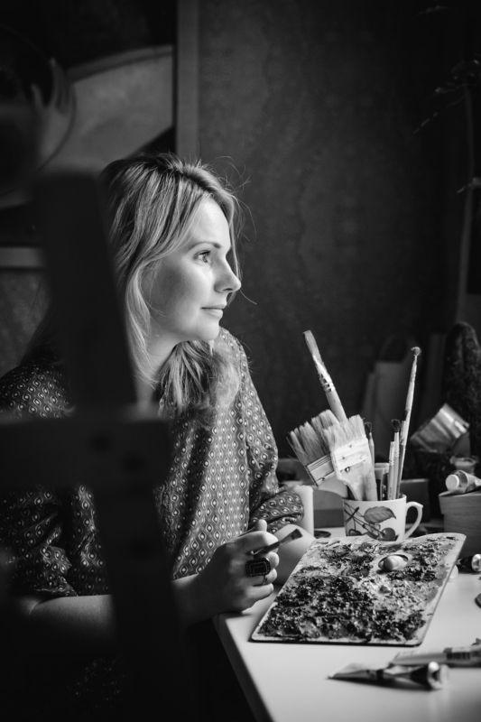 художница художник портрет девушка черно-белое кисть annromanovska portrait  Artistphoto preview