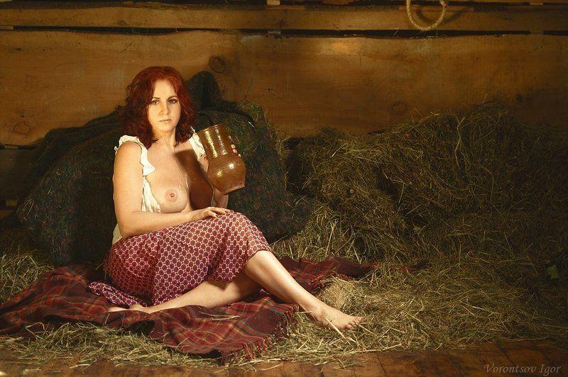 девушка  грудь обнажённая ню винтаж сеновал молоко крынка photo preview
