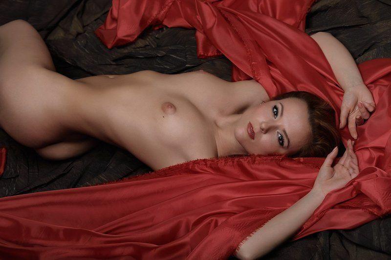 красное и черноеphoto preview