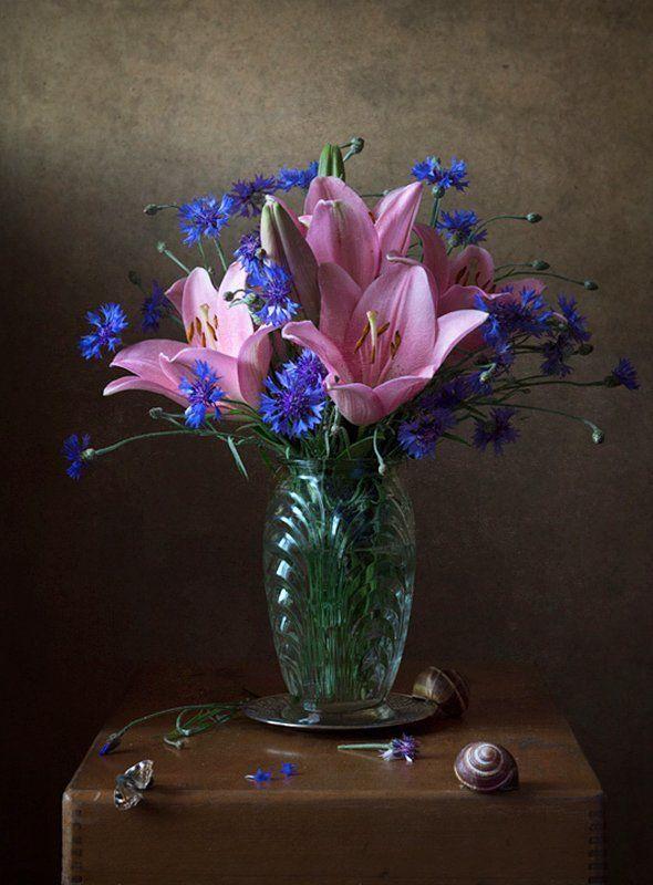 натюрморт, цветы, лилии, васильки Букет с лилиями.photo preview