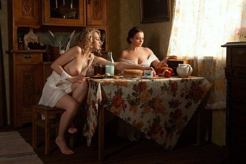 девушка окно грудь обнажённая ню винтаж камод Масленица пришлаphoto preview